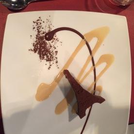 Tour Eiffel au chocolat, creme anglaise au praline
